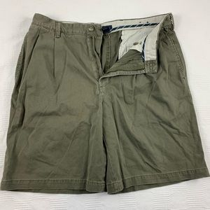 Izod olive green pleated front cotton shorts M 36